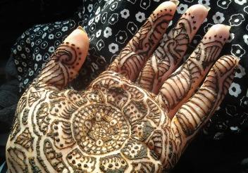 henna design open to receive