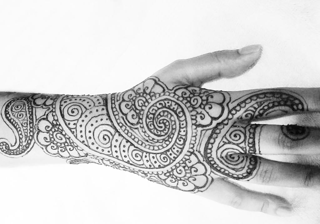 swirl henna design on hand