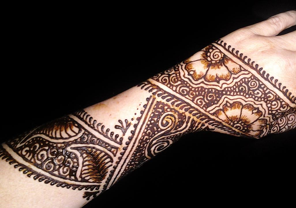 henna flower child