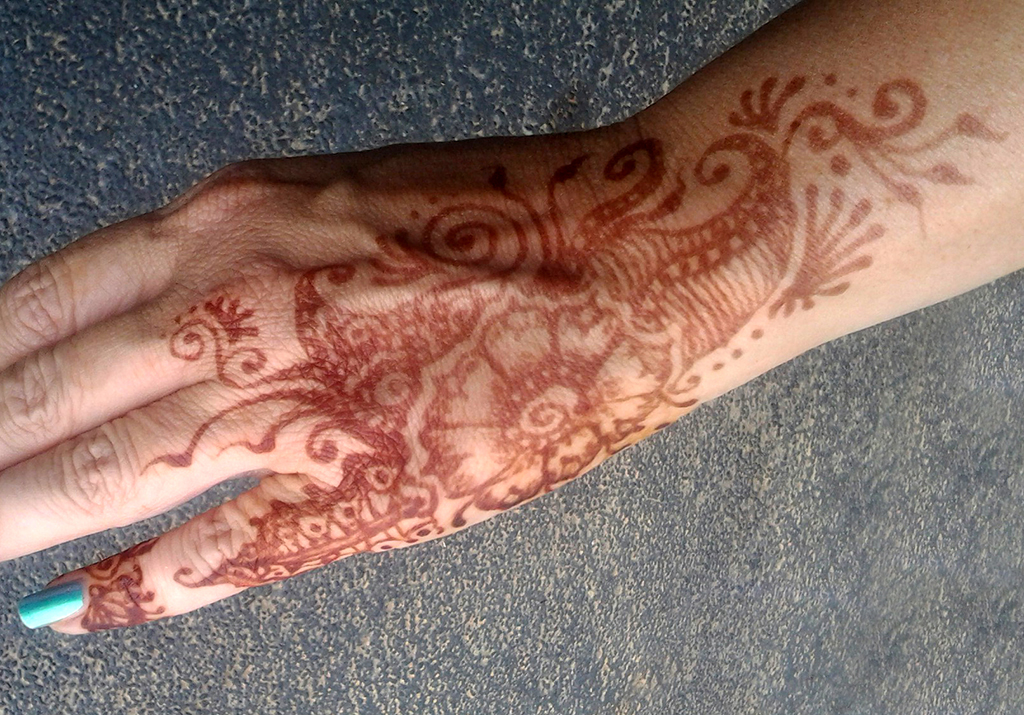 budding henna flower design